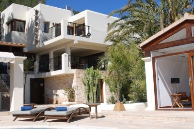 luxury-villas-for-sale-in-ibiza-can-furnet-pool-view2-pi097
