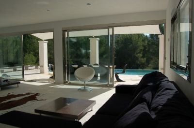 luxury-modern-villa-for-sale-ibiza_lounge-view_pi235