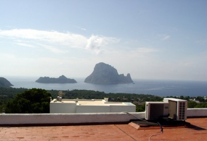 recently-renovated-3-bedroom-house-with-spectacular-views-to-es-vedra-for-sale-in-ibiza-1