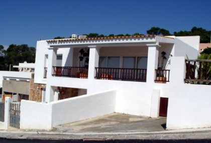 recently-renovated-3-bedroom-house-with-spectacular-views-to-es-vedra-for-sale-in-ibiza-2