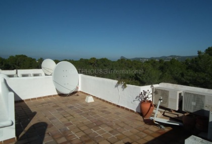2 bedroom Ibiza apartment in a small complex near San Antonio large private roof terrace pt2