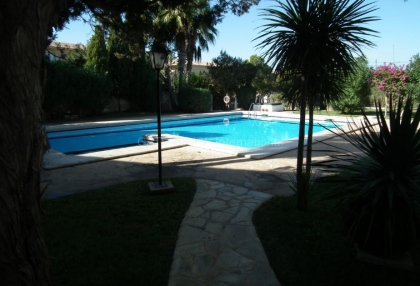 2 bedroom Ibiza apartment in a small complex near San Antonio pool shared betweeb 12 apartments 1