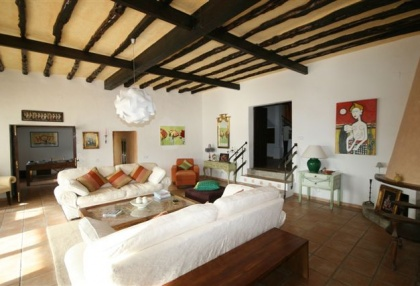 luxury-finca-for-sale-ibiza_lounge_si012