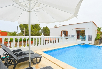 Spacious detached house in Santa Eularia with sea views_1