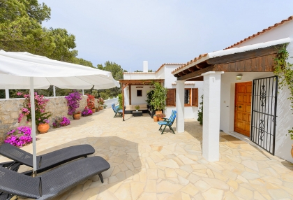 Spacious detached house in Santa Eularia with sea views_2