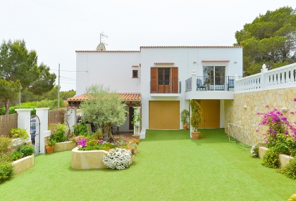 Spacious detached house in Santa Eularia with sea views_5
