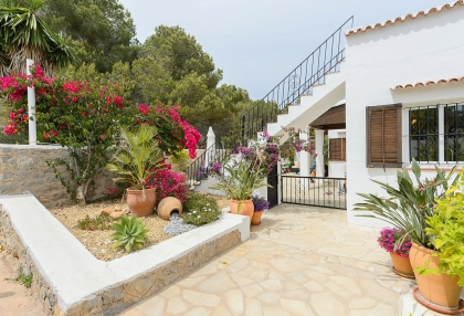 Spacious detached house in Santa Eularia with sea views_6