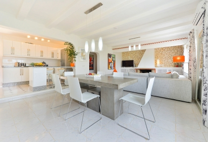 Spacious detached house in Santa Eularia with sea views_8
