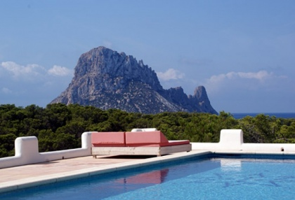 stunning-6-bedroom-villa-for-sale-in-cala-carbo-ibiza-with-sea-views-1