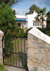 traditional-villa-set-in-the-beautiful-bay-of-cala-gracioneta_6