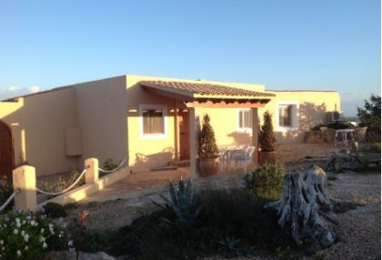 Sea view house for sale on Formentera at cala Envaster 10