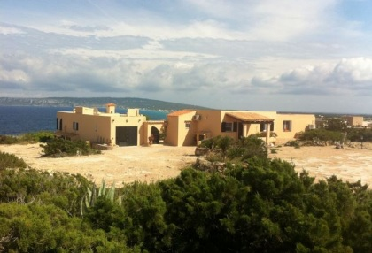 Sea view house for sale on Formentera at cala Envaster 18