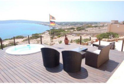 Sea view house for sale on Formentera at cala Envaster 6