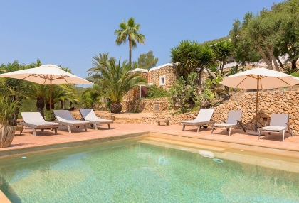 Huge finca with tennis court and guesthouse in idyllic area_1