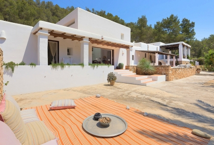 Huge finca with tennis court and guesthouse in idyllic area_5