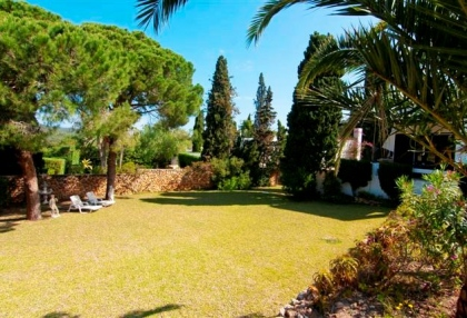 Large pool with 6 bedroom Roca Llisa golf luxury house for sale in Ibiza 15