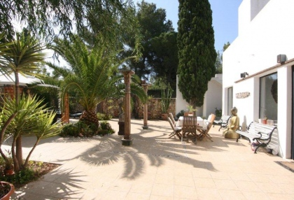 Large pool with 6 bedroom Roca Llisa golf luxury house for sale in Ibiza 18