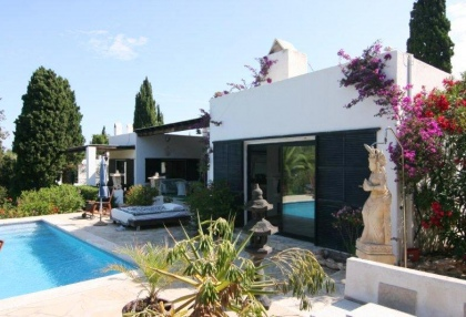 Large pool with 6 bedroom Roca Llisa golf luxury house for sale in Ibiza 2