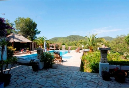 Large pool with 6 bedroom Roca Llisa golf luxury house for sale in Ibiza 4