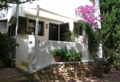 Santa Eularia luxury villa with guest accommodation in private setting close to town 1
