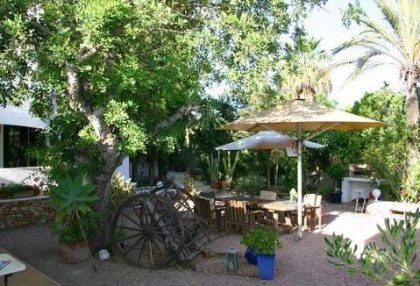Santa Eularia luxury villa with guest accommodation in private setting close to town 10