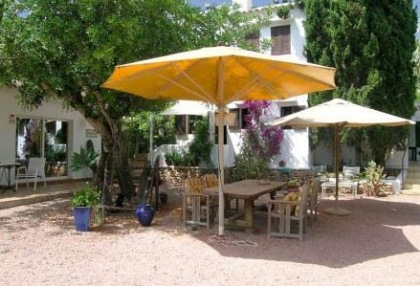 Santa Eularia luxury villa with guest accommodation in private setting close to town 13
