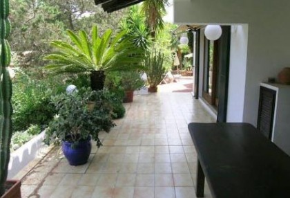 Santa Eularia luxury villa with guest accommodation in private setting close to town 3