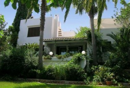 Santa Eularia luxury villa with guest accommodation in private setting close to town 7