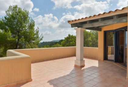 Secluded villa for sale Santa Eularia Ibiza with distant sea views 15
