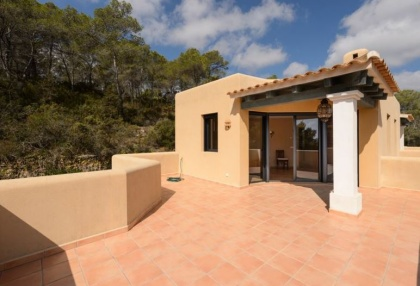 Secluded villa for sale Santa Eularia Ibiza with distant sea views 16