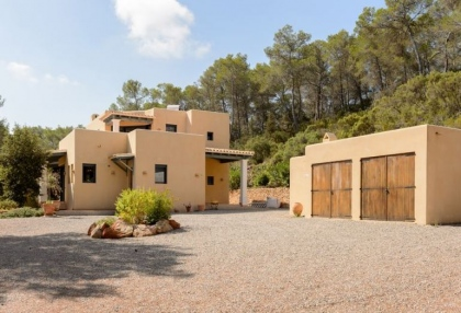 Secluded villa for sale Santa Eularia Ibiza with distant sea views 17