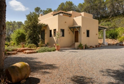 Secluded villa for sale Santa Eularia Ibiza with distant sea views 18