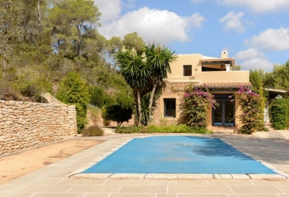 Secluded villa for sale Santa Eularia Ibiza with distant sea views 2