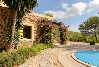 Secluded villa for sale Santa Eularia Ibiza with distant sea views 20