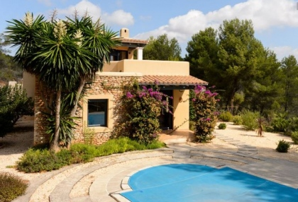 Secluded villa for sale Santa Eularia Ibiza with distant sea views 3