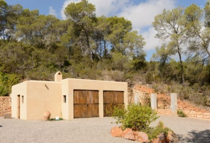 Secluded villa for sale Santa Eularia Ibiza with distant sea views 5