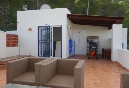 Cheap 3 bedroom Ibiza villa for sale in Siesta Santa Eulalia 14