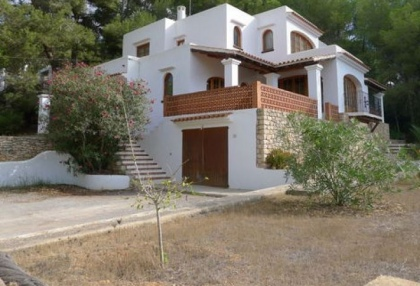 villa-for-sale-in-rural-location-in-can-furnet-requiring-renovation-1