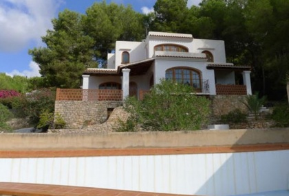 villa-for-sale-in-rural-location-in-can-furnet-requiring-renovation-2