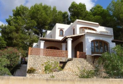 villa-for-sale-in-rural-location-in-can-furnet-requiring-renovation