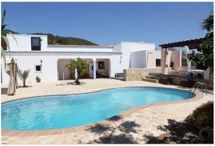 Finca for sale Ibiza with large plot of land and pool 1