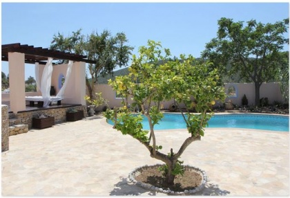 Finca for sale Ibiza with large plot of land and pool 3