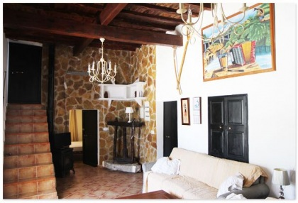 Finca for sale Ibiza with large plot of land and pool 4