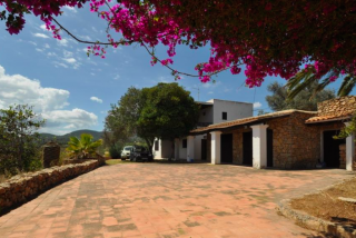 Traditional finca with potential for renovation in San Agustin