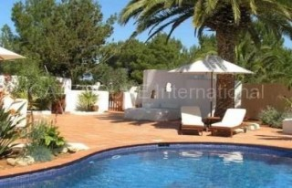 Detached family home with guest accommodation