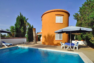 Villa in San Agustin with large traditional tower