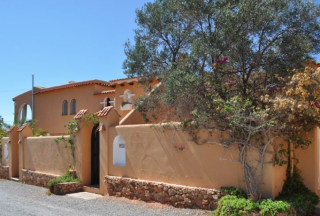 Lovely villa near Cala Conta with guest apartment