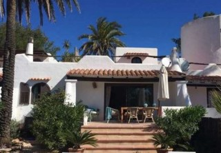 Bungalow for sale in Cala Carbo with views over Es Vedra