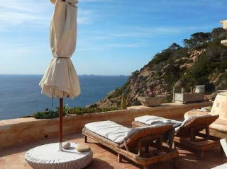 Country house for sale with direct sea house in Cala Vadella, Ibiza