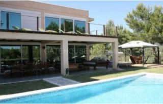 Modern detached country home for sale in Cala Jondal
